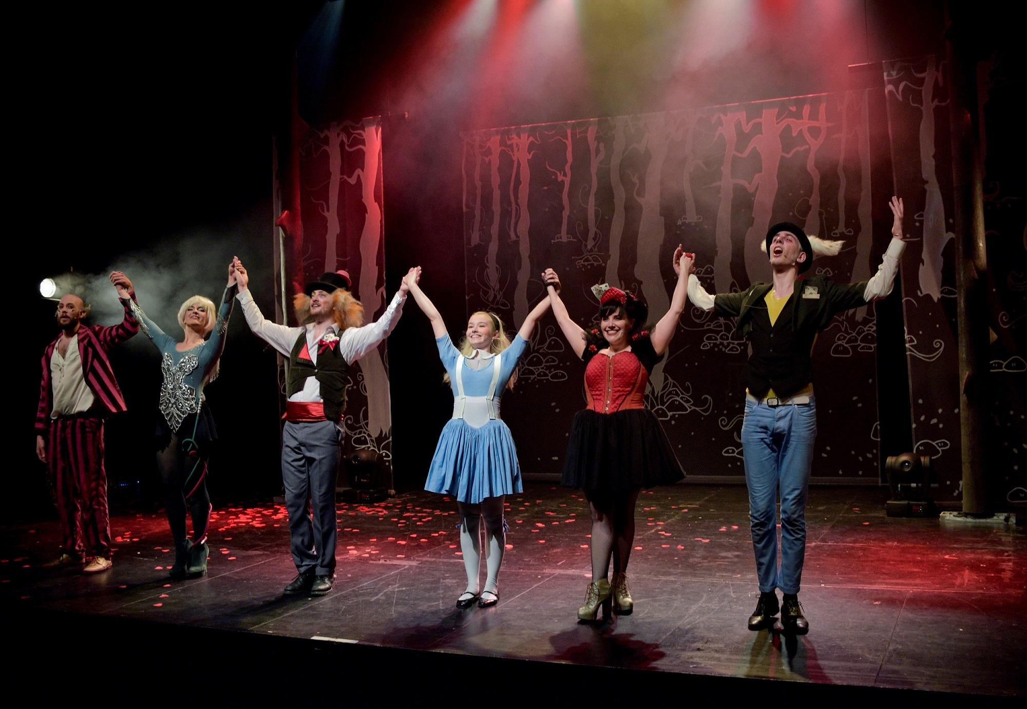 Alice la comédie musicale - compote de prod